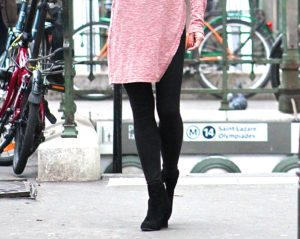 Shea Curry in Paris subway wearing Comm-Ci black leggings